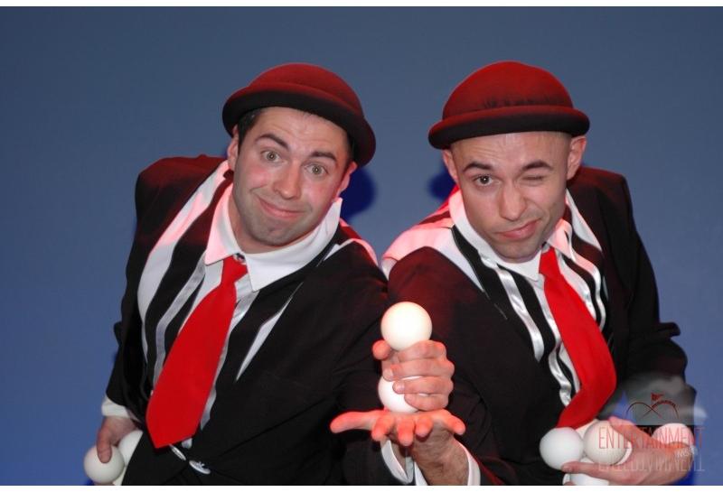 Цирковой номер - Клоуны жонглеры