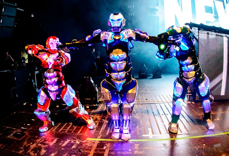 танцевальное шоу роботов