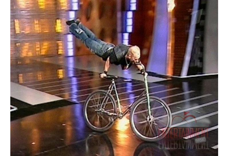 Цирковой номер - Сумасшедший велосипед