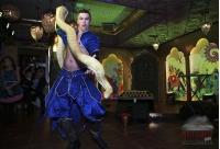 Танцевальный номер с питоном